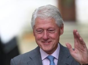 L'ex presidente Usa Bill Clinton in visita a Downing Street