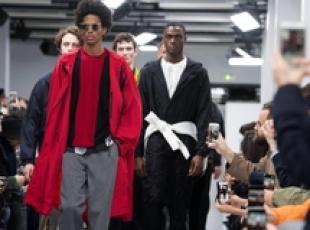 Paris Fashion Week, modelli in passerella per Issey Miyake