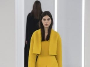 London fashion week,una mise nero e senape di Jasper Conran