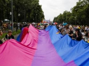 Gay: sfilata a Berlino per Cristopher Street Day