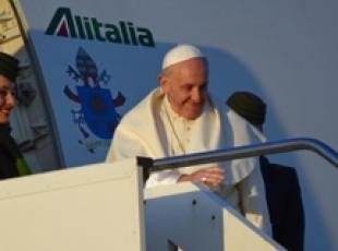 Pope says he fears nuclear war (2)