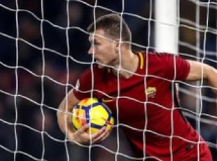 Soccer: Dzeko not moving yet says Roma boss