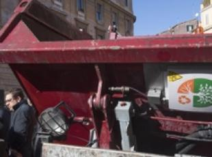 Rome waste collection, public transport get fail grades