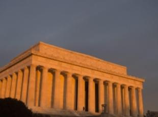 Usa: imbrattato il Lincoln Memorial
