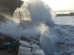 Man dies as gales sweep Italy