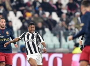 Soccer: Juventus cut Napoli's lead back down to one point