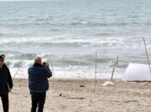 Woman's body found on beach near Caserta (2)