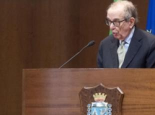 Padoan says tax gap 108 bn but evasion coming down (3)