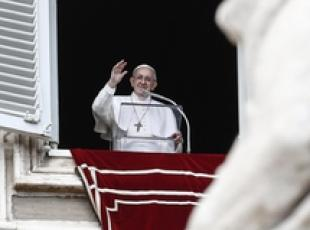 Papa Francesco durante l'Angelus in Piazza S.Pietro