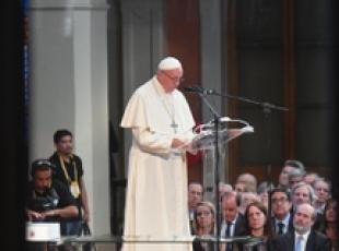 No Christian joy in closed doors to migrants - pope (2)