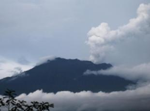 Il monte Agung in Indonesia pronto ad eruttare