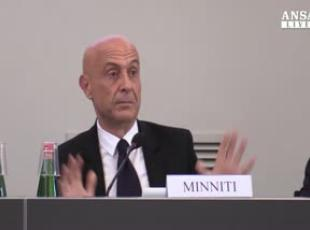 Migranti, Minniti: vedo la luce in fondo al tunnel