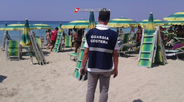 Due lidi abusivi sequestrati da Guardia costiera a Gallipoli